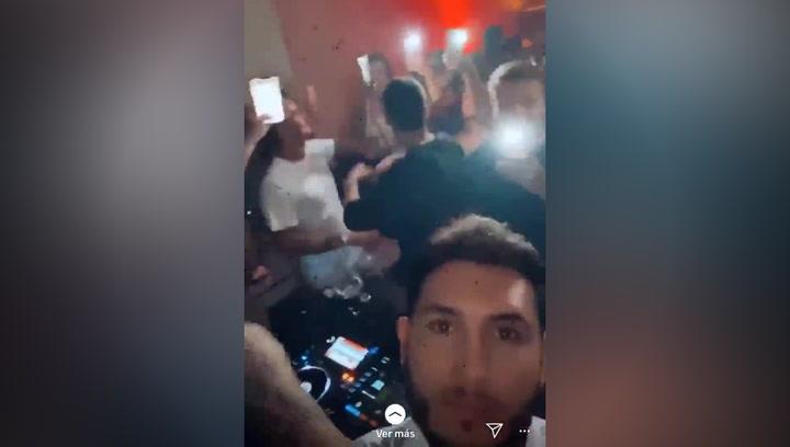 Omar Montes, pillado en una fiesta con varios famosos y más de 100 personas