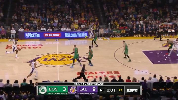 Gran duelo entre Tatum y LeBron James