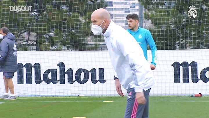 Zidane oversees one-on-one and two-on-two drills