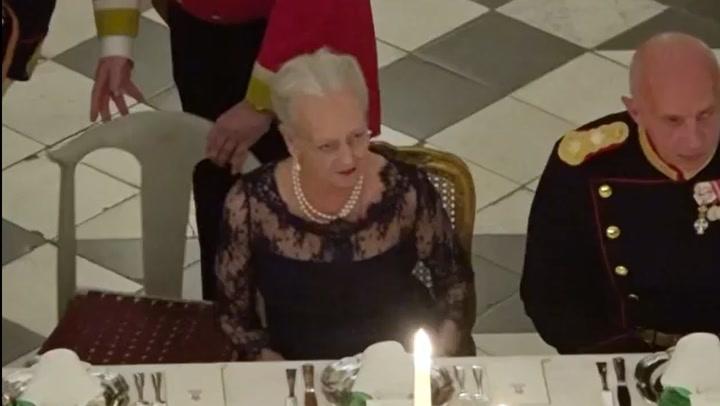 El simpático e inesperado acompañante de Margarita de Dinamarca en una cena en palacio