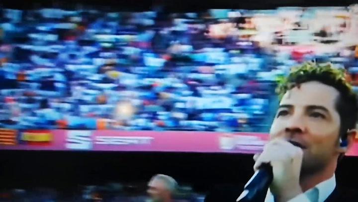 Actuación de David Bisbal antes de la final de Copa del Rey