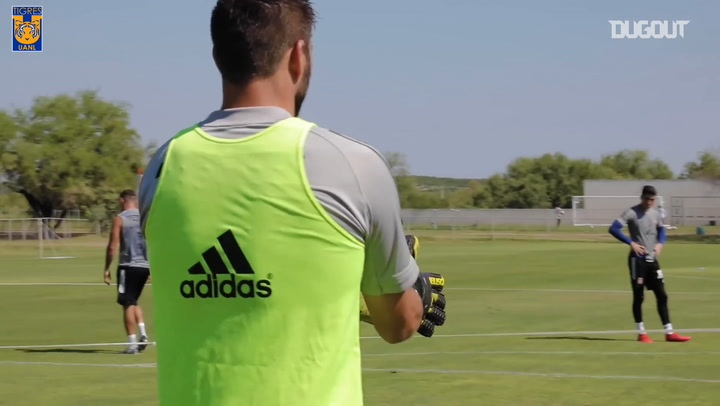Gignac goes in goal during Tigres training