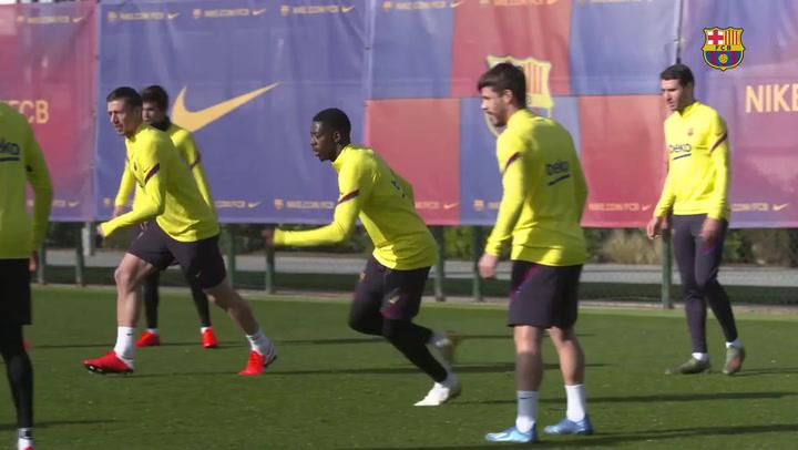 El Barça se ejercitó estrenando la nueva equipación de entrenamiento