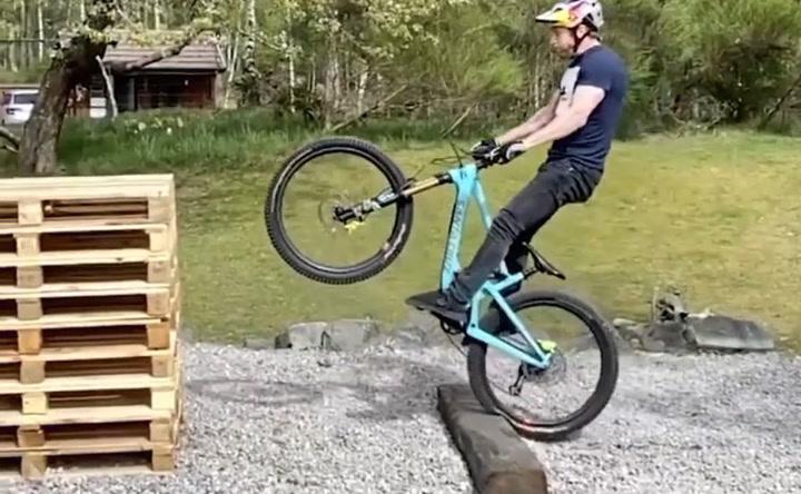 El duro entrenamiento del ciclista Danny MacAskill