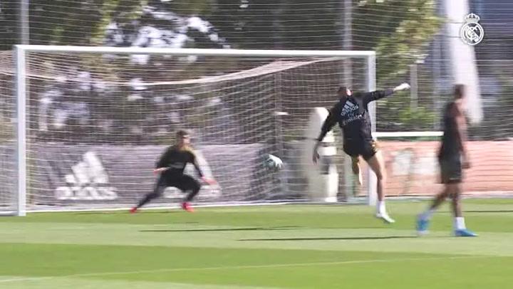 Tercera sesión de la semana del Real Madrid para seguir preparando el partido ante el Levante