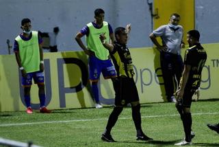 Omar Rosas abre el marcador en el Morazán y pone a ganar a Real España ante Lobos