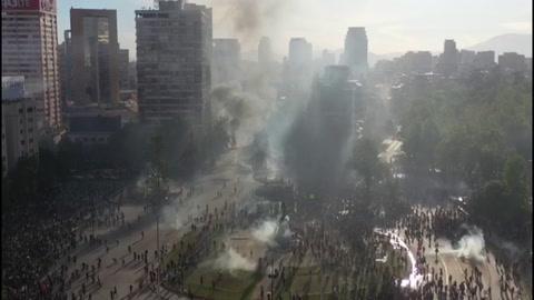 Piñera propone acuerdo social en cuarta jornada de intensas protestas en Chile