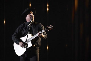 Garth Brooks to play first concert at Allegiant Stadium – VIDEO
