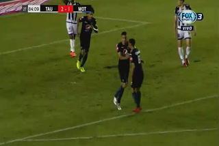 Juan Pablo Montes anota el 1 - 2 de Motagua ante Tauro