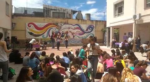 Protesta por el método de ingreso a la escuela Nigelia Soria