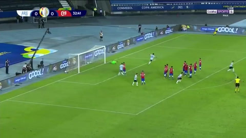 Messi se estrena en la Copa América con golazo de tiro libre ante Chile