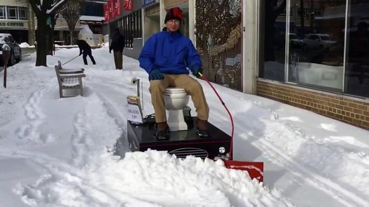 Nå kan du måke snø fra «potta»