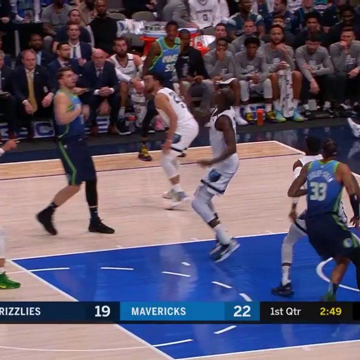 Luka Doncic consiguió 21 puntos contra los Memphis Grizzlies