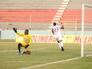 El gol de Jerry Bengtson con el Olimpia frente al Vida donde llegó a cerrar un centro de Chirinos