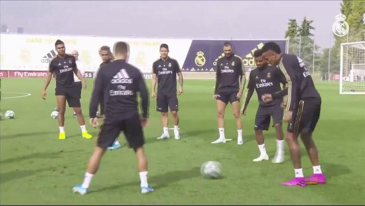 Rondo del Real Madrid durante un entrenamiento