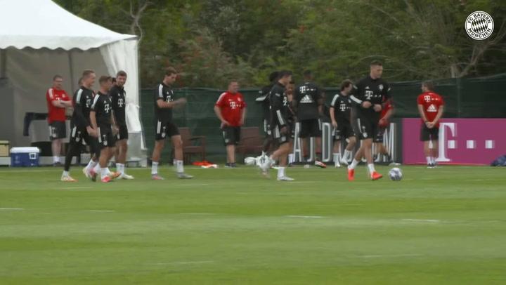 El Bayern se ejercita preparando el partido ante el Barça