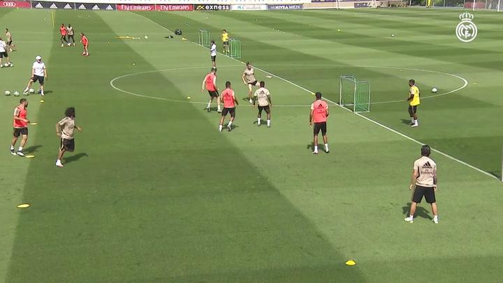 El balón, protagonista en el entrenamiento del Real Madrid