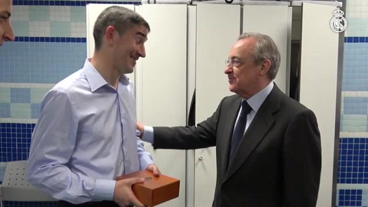 Undiano Mallenco recibió un obsequio del Real Madrid en su último partido de Liga