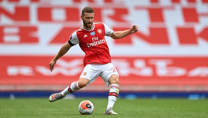 Shkodran Mustafi durante un entrenamiento con el Arsenal de Arteta
