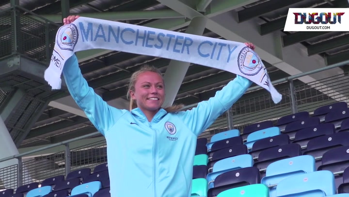 Man City Women Sign Claire Emslie