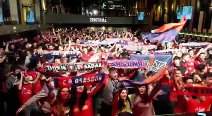 La afición de Osasuna celebra el ascenso de su equipo