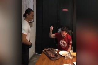 Lionel Messi disfruta del show de famoso chef turco
