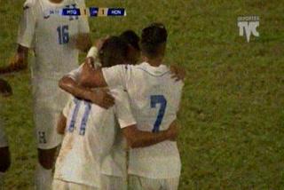 Juan Ramón Mejía anota el empate 1 - 1 de Honduras ante Martinica
