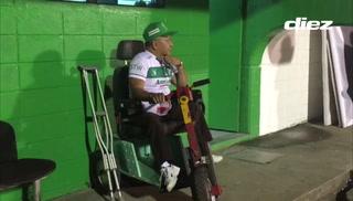 Santos Orellana, el fiel aficionado de Platense en el estadio Excélsior