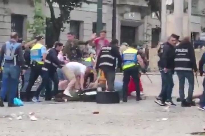 Los hooligans ingleses, la lían en el centro de Oporto
