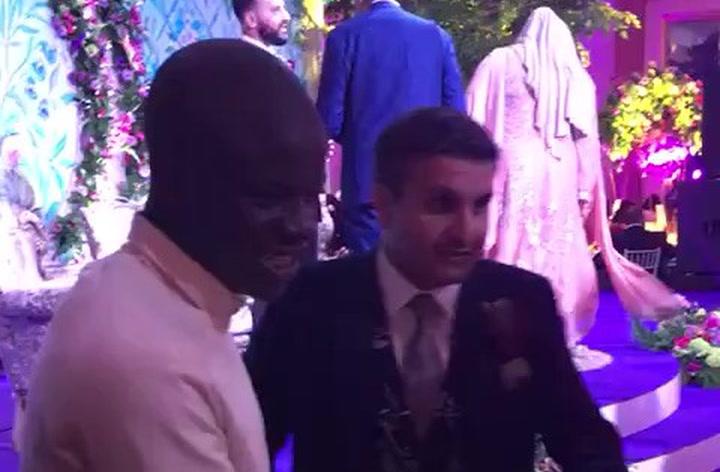 N'Golo Kante acude a la boda de la hija de un fan del Chelsea que conoció en un restaurante