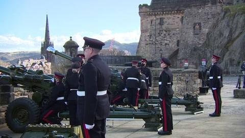 De Londres a Gibraltar, salvas de cañón en homenaje al príncipe Felipe