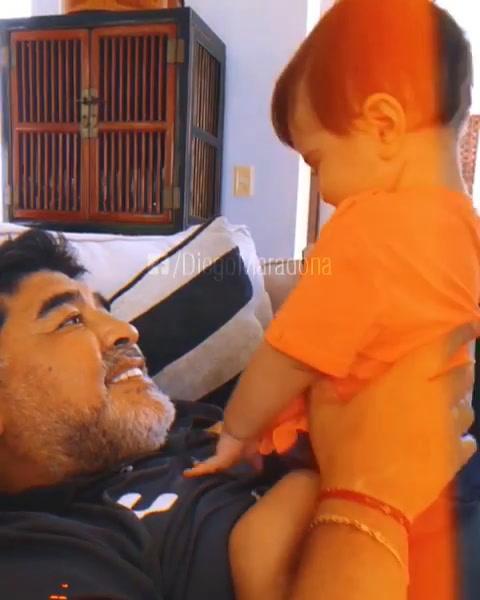 El tierno video de Maradona jugando con su nieto Diego Matías