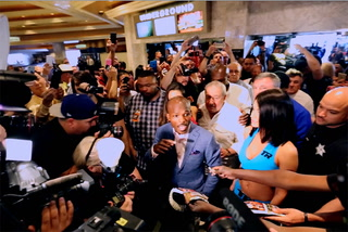 Pacquiao, Bradley Arrive at MGM