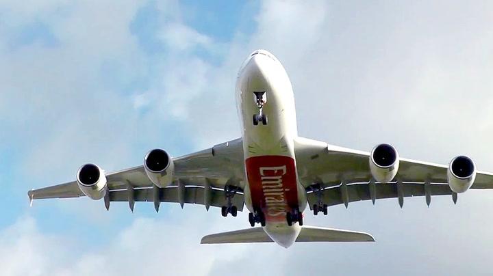 Flyet «stopper opp» i lufta under landing