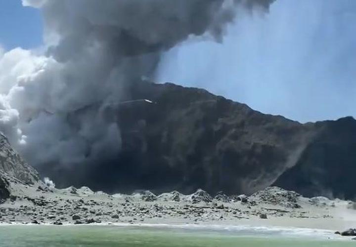 Erupción repentina de un volcán en Nueva Zelanda