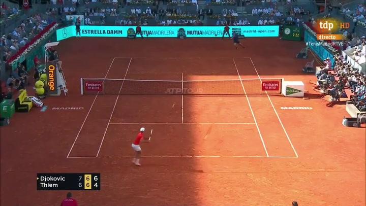 Djokovic consigue el punto de la victoria ante Thiem
