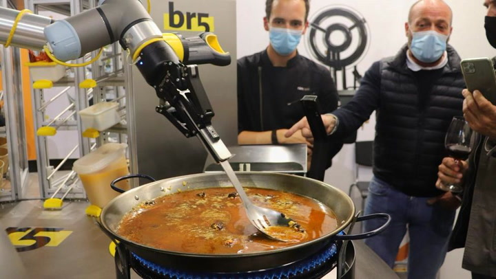 Un robot logra hacer una paella sin la supervisión de un cocinero