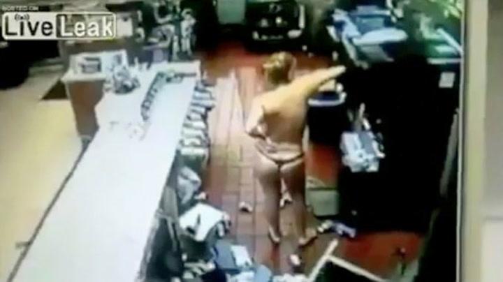 Naken kvinne raserte McDonald's