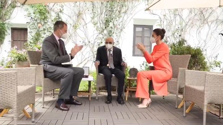 Los gestos de amabilidad de don Felipe y doña Letizia con el ganador del Premio Cervantes