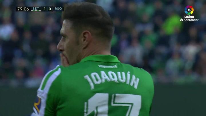 Joaquín tiró de pillería para rozar el golazo olímpico ante la Real