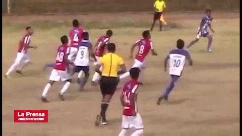 Futbolista nicaragüense se fractura varias costillas y se perfora un pulmón en accidentada jugada