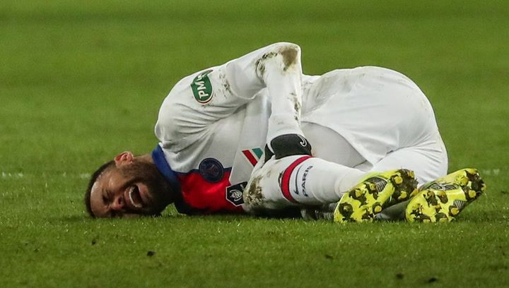Así fue la lesión de Neymar en el partido de Copa contra el Caen