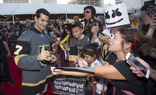 Golden Edge: Vegas Fans Show their Love at Fan Fest