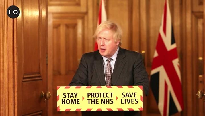 Reino Unido ofrece a los adultos la vacuna contra la covid-19 para julio