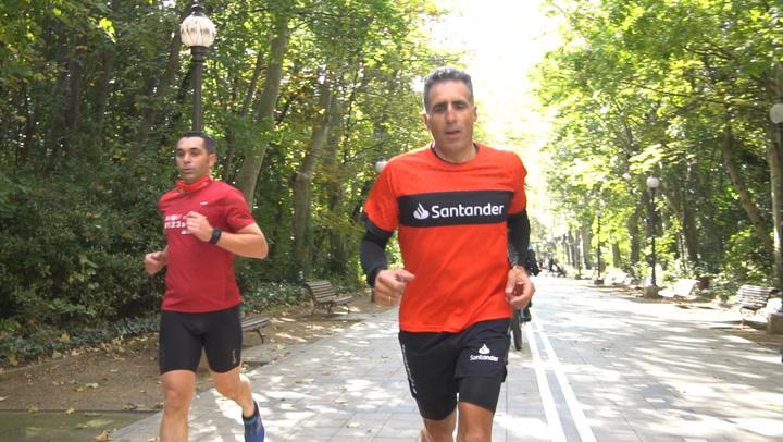 Martín Fiz gana al sprint a Miguel Indurain en el reto solidario 20 por 5 km en bici y corriendo