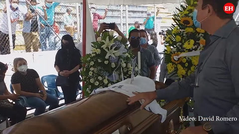 Salvador Nasralla acude al Nacional a darle el último adiós a Chelato Uclés