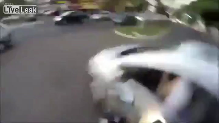 Man filmt eigen motorongeluk