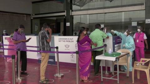 La covid-19 obliga a reconfinar a más de 130 millones en India y arrasa economías
