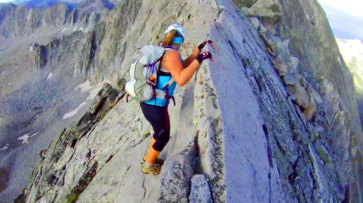 Ingen rom for feil da klatreren hang i fjellveggen