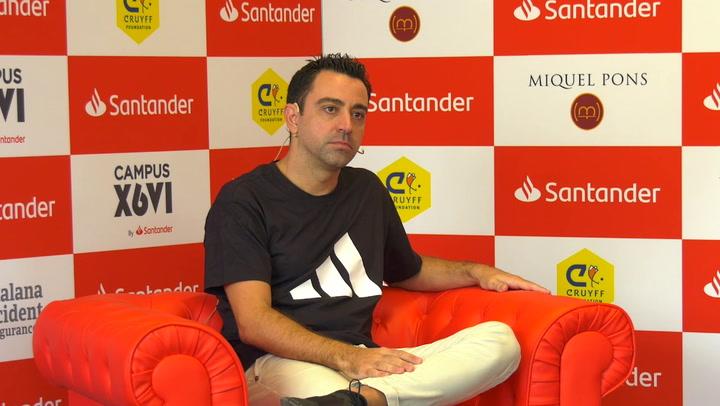 Xavi Hernández atendió todos los temas de actualidad en la presentación de su Campus